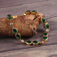 Jewelry Design Earrings, Gold Earrings Designs, Necklace Designs, Gold Designs, Gold Jewelry Simple, Trendy Jewelry, Fashion Jewelry, Hand Jewelry, Jewelry Sets