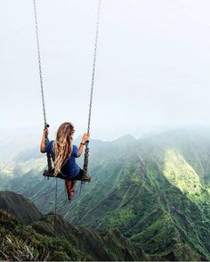 Tag who you'd swing with! Oahu, Hawaii. By @caressame #bestvacations