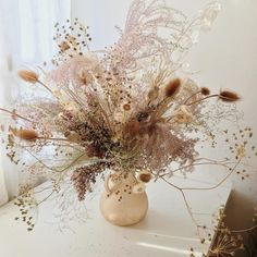 Plumed beauty bouquet everlasting dried flowers and grasses - FLORAL DESIGN wedding wedding flowes Bohemian Wedding Flowers, Neutral Wedding Flowers, Fall Flowers, Bridal Flowers, Dried Flowers, Fresh Flowers, Floral Wedding, Dried Flower Arrangements, Flower Centerpieces