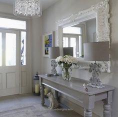 Wonderful maison-et-decoration-shabby-chic-style-intérieur-design-idées-entrance . Shabby Chic Living Room, Shabby Chic Interiors, Shabby Chic Kitchen, Shabby Chic Homes, Shabby Chic Furniture, Kitchen Decor, Shabby Chic Hallway, Kitchen Ideas, Handmade Furniture