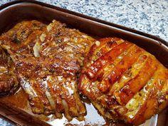 Pečená žebírka a bůček plněný uzenou slaninou   Pečená žebírka,bůček plněný uzenou slaninou   Recept:   vše pořádně prosolíme, pokmínujem... Ribs On Grill, Ham, Pork, Food And Drink, Baking, Breakfast, Health, Recipes, Trendy