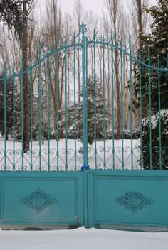 Aqua gate makes you want to enter and see the romantic home just past it...