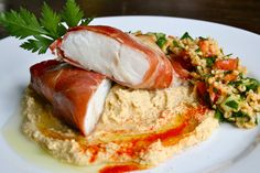 Torsk i skinkefrakk, med humus og bulgursalat | Spiselandslaget