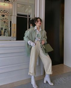Choose the Right Korean Women Fashion for You - Looking amazing with Korean women fashion would definitely make your day. Go dive in our top picks on Korean women fashion you can't resist. Korean Outfits, Mode Outfits, Trendy Outfits, Fashion Outfits, Fashion Trends, Fashion Ideas, Modest Fashion, Korean Ootd, Korean Outfit Street Styles