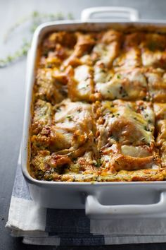 Skinny Spinach Lasagna - 250 calories of yummy comfort food. | pinchofyum.com