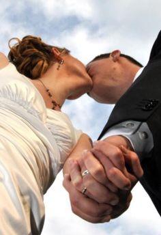 ideas photography poses outdoor wedding photos for 2019 Wedding Fotos, Wedding Photoshoot, Wedding Shoot, Wedding Couples, Wedding Pictures, Wedding Ideas, Trendy Wedding, Wedding Album, Wedding Ceremony