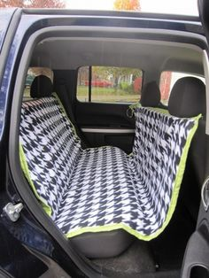 Def making this! DIY car seat cover for dogs--hammock style keeps them from jumping into the front and keeps them from hurting themselves if there is a sudden stop...and keeps the hair out of the car! - Click image to find more Home Decor Pinterest pins