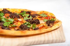 Beef burger and kimchi pizza recipe - an Asian fusion dish that uses leftovers from your fridge. It only takes 20 minutes to cook and have a great flavor. Asain Food, Pizza Sandwich, K Food, Pizza Recipes, Food Photo, Vegetable Pizza, Favorite Recipes, Beef, Pizza