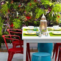 Vertical garden wall -The Ultimate Outdoor Living Room at Sunset Outdoor Living Rooms, Outdoor Dining, Dining Area, Outdoor Spaces, Outdoor Decor, Vertical Garden Wall, Vertical Gardens, Dig Gardens, Patio Interior
