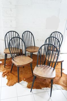 6 CHAISES SCANDINAVES ESPRIT TAPIOVAARA : en vente sur le site www.weartgalerie.com