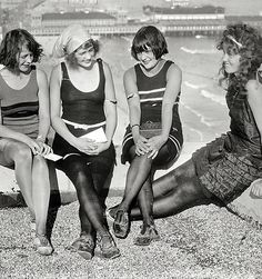 librar-y — Atlantic City circa Four young ladies on a., Beach Outfits, librar-y — Atlantic City circa Four young ladies on a. Vintage Photographs, Vintage Photos, Belle Epoque, Gals Photos, Style Année 20, 1920s Style, Vintage Bathing Suits, Roaring Twenties, Bathing Beauties