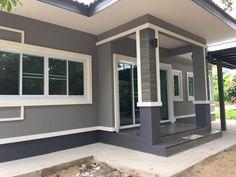 บ้านชั้นเดียวหลังคาทรงปั้นหยา พื้นที่ใช้สร้อย 90 ตรม งบก่อสร้าง 9 แสนบาท Simple Bungalow House Designs, Small House Exteriors, Modern Bungalow House, Farmhouse Exterior Colors, Exterior Paint Colors For House, Minimal House Design, Simple House Design, House Layout Plans, House Layouts