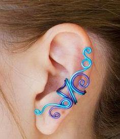 Aretes pegados a la oreja hechos con alambre.DIY