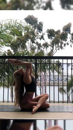 Balcony Yoga Flow - Yoga Video: Foot behind head, arm balance, stretch - Yoga Mudra, Kriya Yoga, Yoga Bewegungen, Yoga Dance, Yoga Moves, Yoga Meditation, Vinyasa Yoga, Yoga Exercises, Yoga Beginners