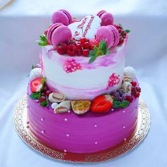 """Праздничный торт  на юбилей прекрасного человека , мамы , бабушки , спасибо за доверие . Так приятно иметь отношение к вашим праздникам , быть с вами на одной волне , понимать друг друга и доверять ( бывают очень не доверчивые клиенты , все спрашивают - """" Точно Вы нам красивый и вкусный сделаете? """". """"А вы про нас не забудете ?"""" и т.д ) . Всех люблю , ни про кого не забуду и сделаю от души  и от сердца ❤️. На фото Нижний ярус -Красный бархат , верх -Ванильный с ягодами , вес 5,..."""