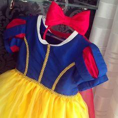 "29 curtidas, 8 comentários - O ateliê (@oatelie) no Instagram: ""Branca de Neve #oatelie para a linda Luisa! 👑🍎 Amaamos as princesas! 😍 #lindezas #oatelie…"""
