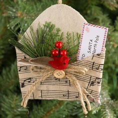 Music Christmas Ornaments, Christmas Art, Christmas Projects, Christmas Tree Decorations, Paper Ornaments, Outdoor Decorations, Vintage Ornaments, Outdoor Christmas, Christmas Mantles