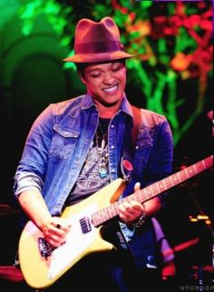 Bruno Mars,Hilarity For Charity 2012