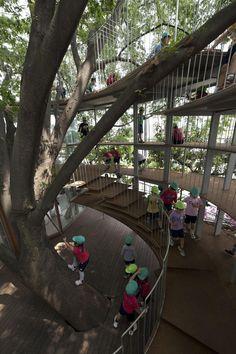 Ring Around A Tree Project: Tezuka Architects Construction: Nichinan-Tekkou Location: Tachikawa, Tokyo, Japan Area: 146.98 sq.m. Completion: 2011
