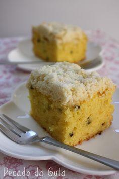 Passion Fruit cake ...Bolo de maracujá com farofa de coco