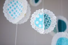 holiday crafts: hanging fabric doilies tutorial - crafts ideas - crafts for kids Doilies Crafts, Paper Doilies, Paper Poms, Scrap Fabric, Hanging Fabric, Diy Hanging, Doily Bunting, Doily Garland, Doilies