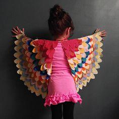 DIY owl wings tutorial and 14 other DIY halloween costume ideas for kids on www…. DIY owl wings tutorial and 14 other DIY halloween costume ideas for kids on www. Sewing Crafts, Sewing Projects, Diy Crafts, Diy Projects, Simple Crafts, Carnaval Diy, Bird Wings Costume, Parrot Costume, Robin Costume