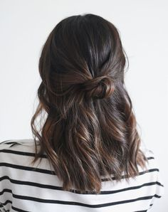 The most beautiful hairstyles for medium-length hair - Hair Inspo - Cheveux 5 Minute Hairstyles, No Heat Hairstyles, Cool Hairstyles, Woman Hairstyles, Holiday Hairstyles, Office Hairstyles, Easy Medium Hairstyles, Latest Hairstyles, Travel Hairstyles
