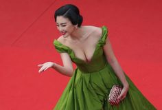 Annual Cannes Film Fest: Kitty Zhang Yuqi (张雨绮 Zhāng yǔ qǐ) steals show with risque dress Cannes, Fan Bingbing, Audrey Tautou, Ulyana Sergeenko, Chinese Actress, Black Tie, Frocks, Gatsby, Red Carpet
