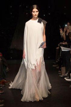 Retrouvez les photos du défilé Stéphane Rolland Haute couture Printemps-été 2016, les meilleurs moments en vidéo, ainsi que les coulisses et les détails du show