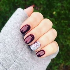 Trendy Winter Nails Art Ideas For Have A Beautiful Style In This Winter - Nail designs or nail art is a very simple concept - designs or art that is used to decorate the finger or toe nails. They are used predominately to en. Xmas Nails, Holiday Nails, Simple Christmas Nails, Valentine Nails, Halloween Nails, Christmas Christmas, Short Square Nails, Seasonal Nails, Snowflake Nails