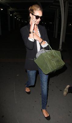 la modella mafia Rosie Huntington Whiteley in Pierre Balmain jeans and a Celine Phantom bag 1