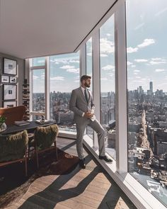 Wealthy Lifestyle, Luxury Lifestyle Fashion, Billionaire Lifestyle, Grey Suit Men, Luxor, Desk Inspiration, Luxury Office, Gents Fashion, My Life Style