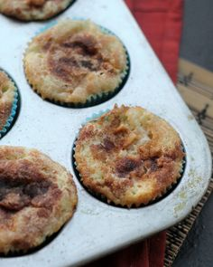 There is cinnamon, spice and everything nice in these cinnamon-apple cupcakes!