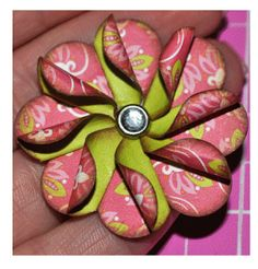 * Colorê * fold heart cutouts in half and curl outer edge, glue in a circle