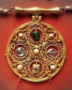 https://flic.kr/p/4CAwfa   British Museum - jewellery   AD600 Byzantine pendant, Egypt