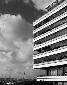 Edificio Portofino, Punta del Este Atrium, Modern Architecture, Skyscraper, Multi Story Building, Shape, Modern Buildings, Uruguay, Architecture, Skyscrapers