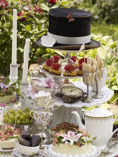 Alice & wonderland theme table.. Note to self..