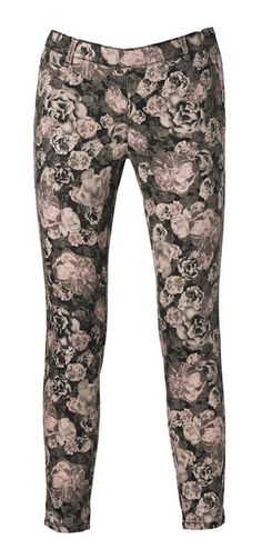 Outfits with flower prints Cute Outfits For School, Girly Outfits, Casual Outfits, Cute Sweatpants Outfit, Cute Outfits With Leggings, Van Damme, Harem Pants, Trousers, Country Shirts
