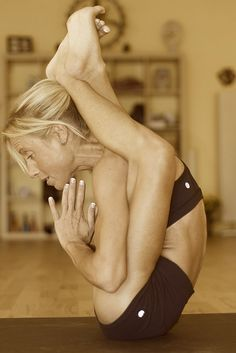 Dvi Pada Sirsasana (2nd series ashtanga) by Jacinthe by portraityogi, via Flickr