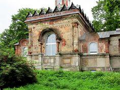 Eglise Saint Grégoire le Théologien - Avant restauration - Monastère de la Sainte Trinité Saint Serge - Strelna - Construite de 1855 à 1857 par l'Architecte Andreï Stackenschneider.