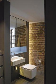 Lavabo mural y espejo botiquín en este loft londinense. Por Carolina Miranda Fotos Form Arquitecture