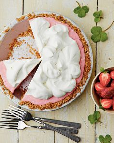 This Strawberry-Pretzel Icebox Pie Has Us Daydreaming For Summer
