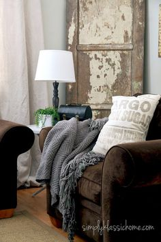 Simply Klassic Home: Industrial Blend Living Room Makeover Reveal. - I want this room. Cream Living Rooms, Small Living Rooms, My Living Room, Home And Living, Living Room Decor, Living Spaces, Cozy Living, Living Room Inspiration, Interiores Design