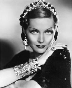 Adrienne Ames, wearing a pearl and diamond halo-style tiara, probably costume jewels Timeless Beauty, Classic Beauty, Classic Elegance, Adrienne Ames, Old Hollywood Glamour, Hollywood Jewelry, Classic Hollywood, Vintage Glamour, Vintage Hollywood