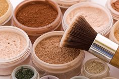 The main benefits of mineral-based makeup. Mineral makeup is much less likely to cause a reaction in women with sensitive skin. It doesn't contain  preservatives, parabens, mineral oil, chemical dyes, and fragrance and many dermatologists recommend mineral makeup because these ingredients may irritate skin.