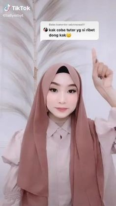 Hajib Fashion, Modern Hijab Fashion, Hijab Fashion Inspiration, Muslim Fashion, Mode Inspiration, Simple Hijab Tutorial, Hijab Style Tutorial, Stylish Hijab, Casual Hijab Outfit