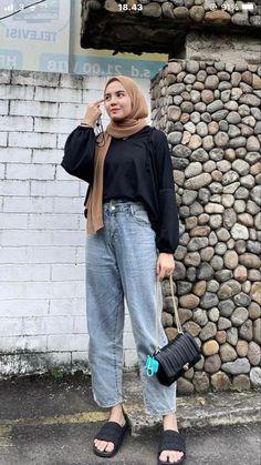 Street Hijab Fashion, Muslim Fashion, Fashion Outfits, Casual Hijab Outfit, Ootd Hijab, Hijab Fashionista, Hijab Fashion Inspiration, Simple Outfits, Model