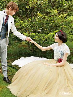 白雪姫 | プリンセスドレス | サードコレクション | ディズニー ウエディング ドレス コレクション Princess Ball Gowns, Disney Princess Dresses, Disney Dresses, Cute Dresses, Beautiful Dresses, Prom Dresses, Wedding Dresses, Cute Disney, Disney Style