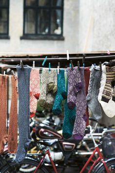 """Chez """"TOAST""""  ils savent donner envie d'avoir froid dehors pour rentrer chez soi, au chaud. Marcher les pieds nus sur les tapis ou mettre d..."""