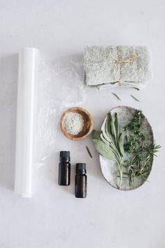 Applying a homemade detox diy body mask is a bit more complicated than a plain old face mask, but the results—tighter, glowing skin all over—are worth it! Detox Body Wraps, Body Detox, Detox Wrap, Organic Skin Care, Natural Skin Care, Natural Beauty, Organic Makeup, Organic Beauty, Diy Body Wrap